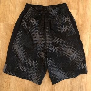 Under Armour boys shorts size small
